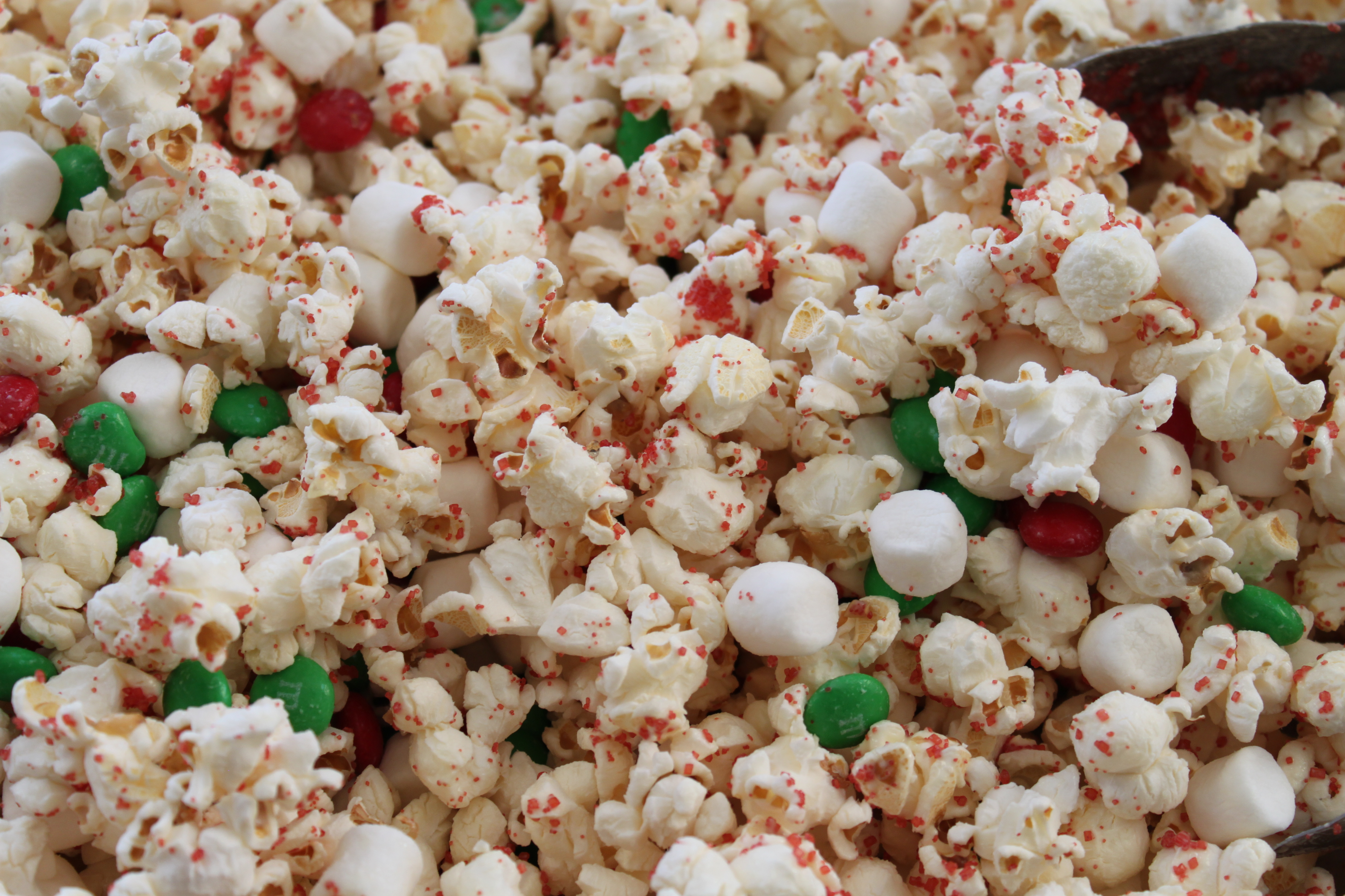 21 Popcorn Recipes for Party Time Ellie Martin Cliffe October 17, Whether you need an easy make-and-take treat or something to munch on while you watch Netflix, our gourmet popcorn recipes will have you snacking in no time.